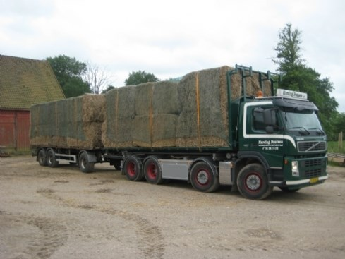 Landbrugskørsel, lastbil med halm